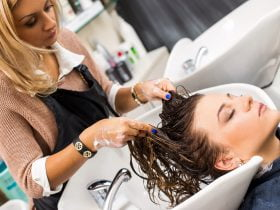 mycie włosów kręconych szamponem